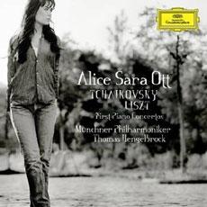 Alice Sara Ott - First Piano Concerto : Tchaikoveky, Liszt [Piano]